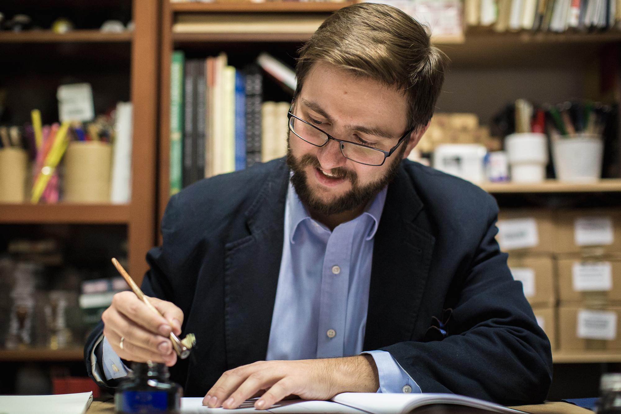 Grzegorz Barasiński - kaligraf i nauczyciel w jednej osobie.