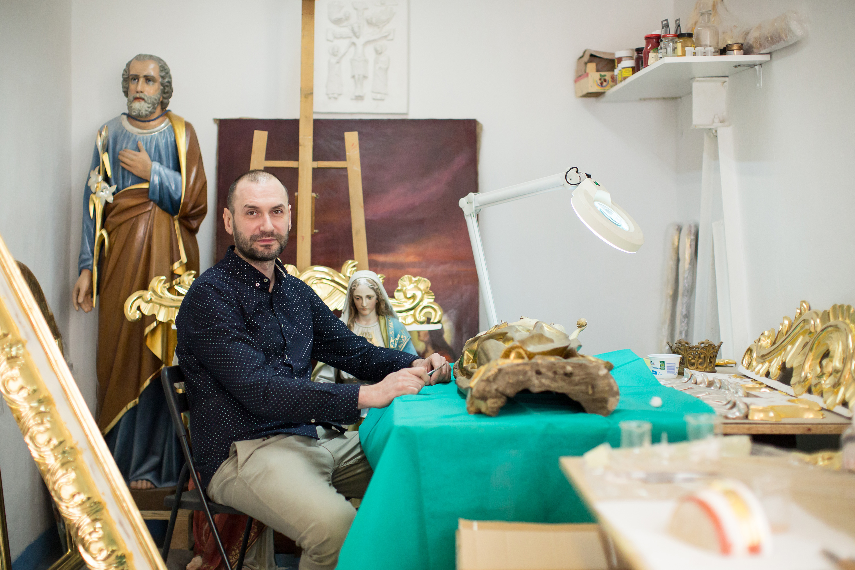 Bogdan Czesak in his conservation studio.