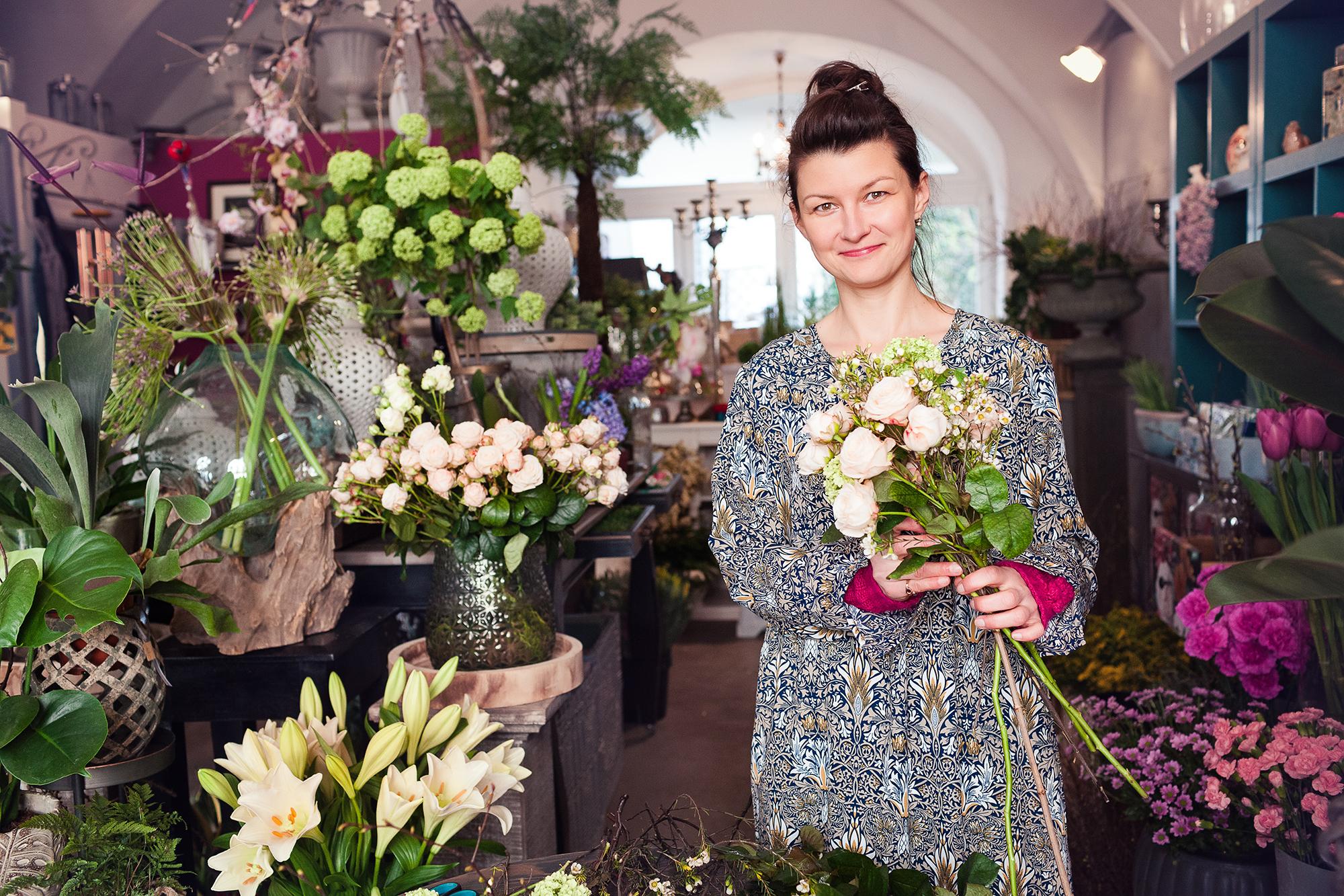 Iwona - piękna i twórcza florystka.