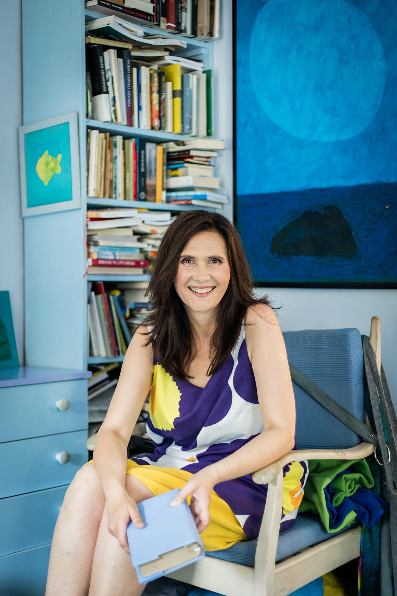 Elżbieta Wasiuczyńska - 'Więc chodź, pomaluj mój świat, na żółto i na niebiesko...'