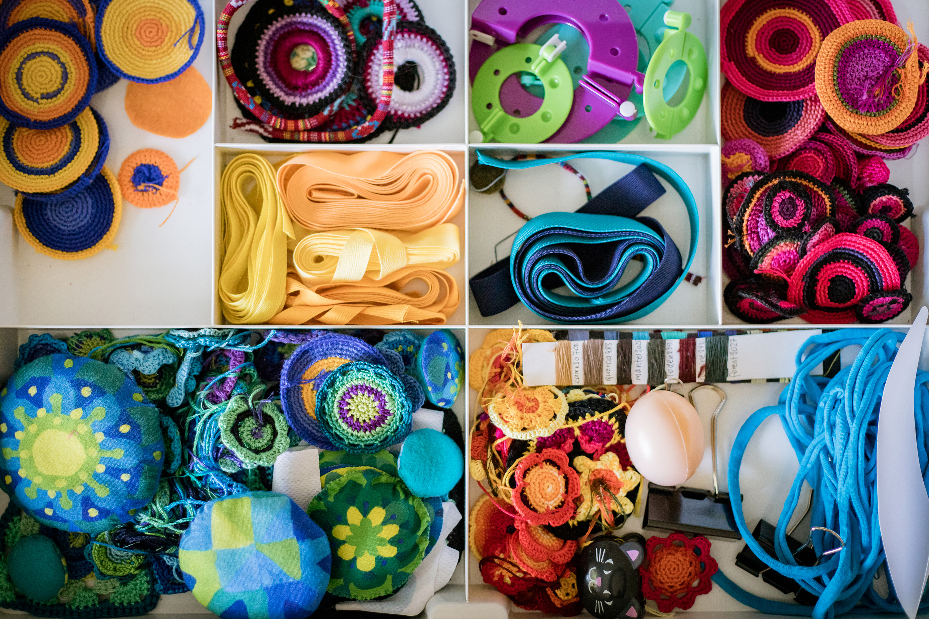Circles knitted by Budka24, flowers for the Manu store.