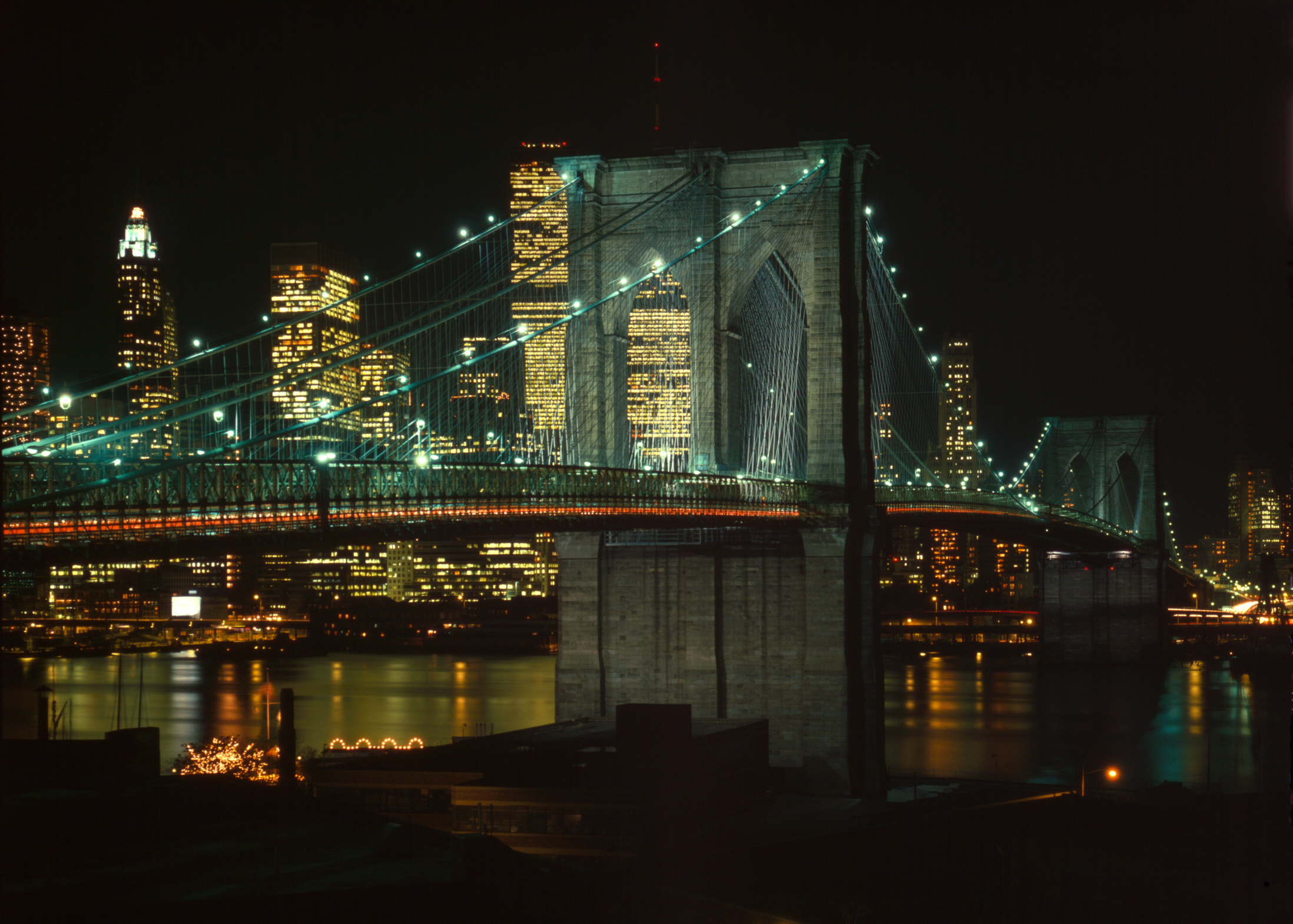 Brooklyn_Bridge_and_East_River